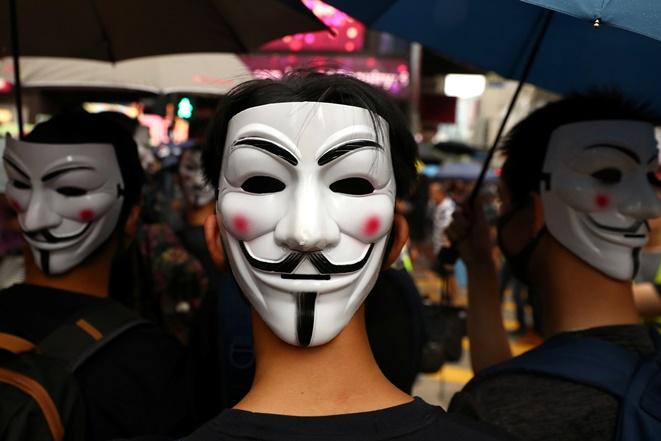 """In Clip:  ศาลสูงฮ่องกงมีมติ """"ไม่ออกคำสั่งฉุกเฉิน"""" ระงับกฎหมายห้ามสวมหน้ากากในที่ชุมนุมของแครี แลม"""