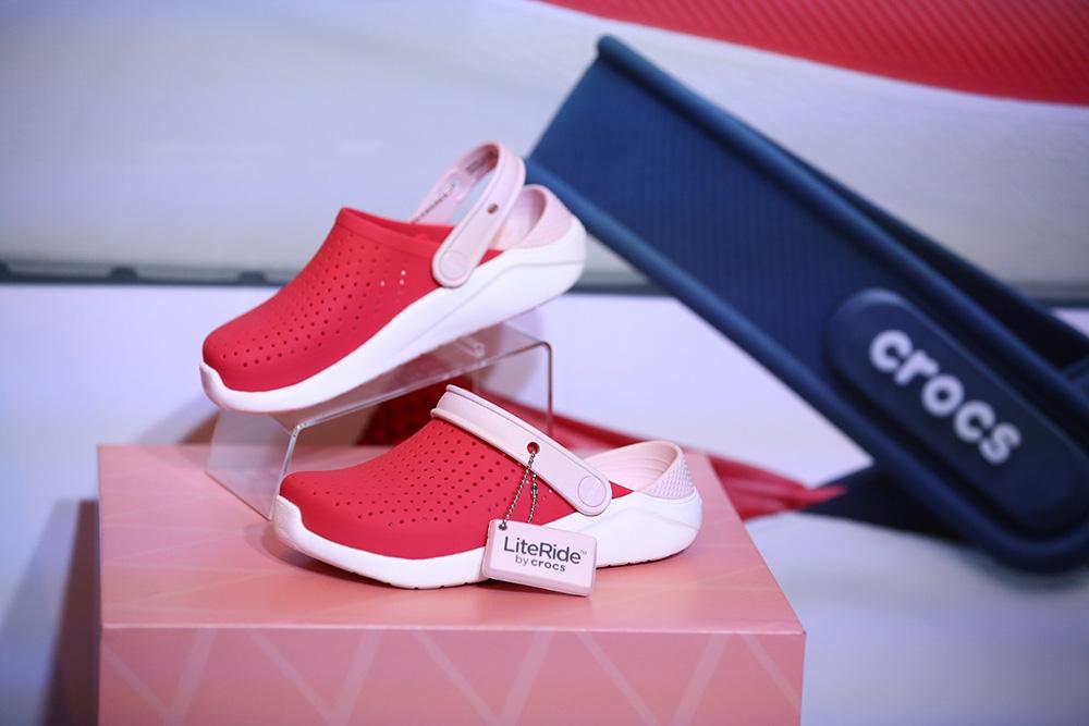 """""""Crocs"""" เปิดคอลเลคชั่นใหม่ เอาใจวัยใส ชูนวัตกรรมเด่น ท้าให้ลองที่สุดแห่งความนุ่มสบาย"""