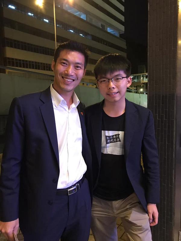 ภาพจากเฟซบุ๊ก  黃之鋒 Joshua Wong ของนายโจชัว หว่อง