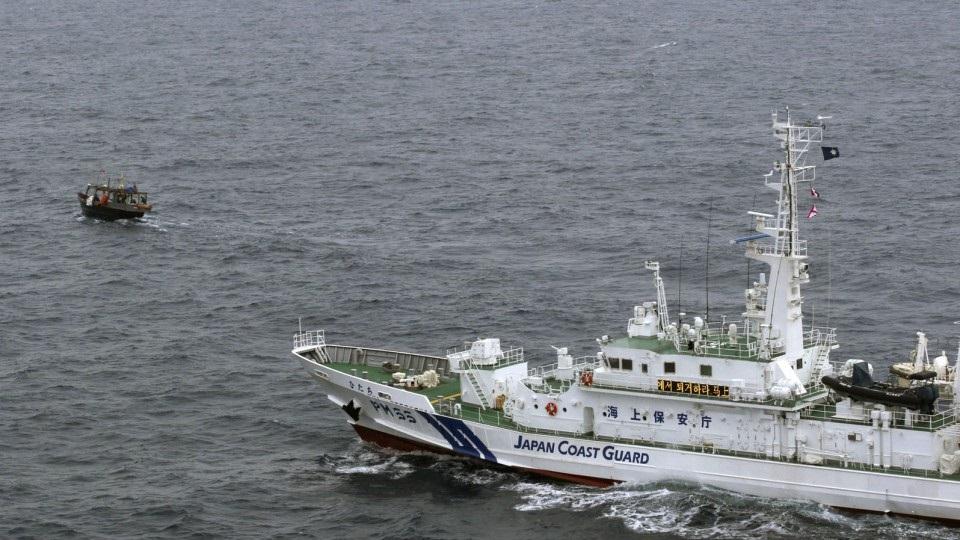 เรือเกาหลีเหนือชนเรือตรวจการณ์ญี่ปุ่น ลูกเรือ 20 ชีวิตร่วงตกทะเล