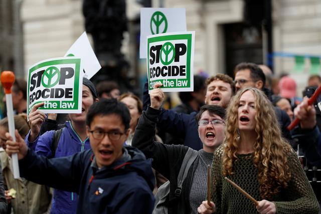 ตำรวจลอนดอนจับกุมผู้ประท้วงโลกร้อน 21 คน