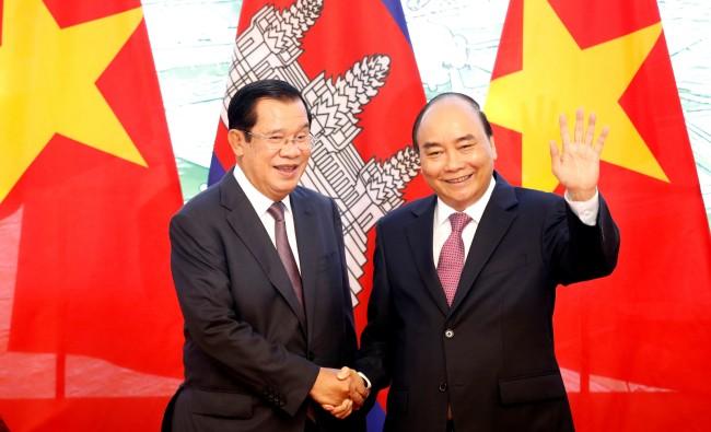 ผู้นำเวียดนาม-กัมพูชาชื่นมื่นลงนามเอกสารปักปันชายแดนทางบก งานคืบหน้าใกล้สมบูรณ์ 100%