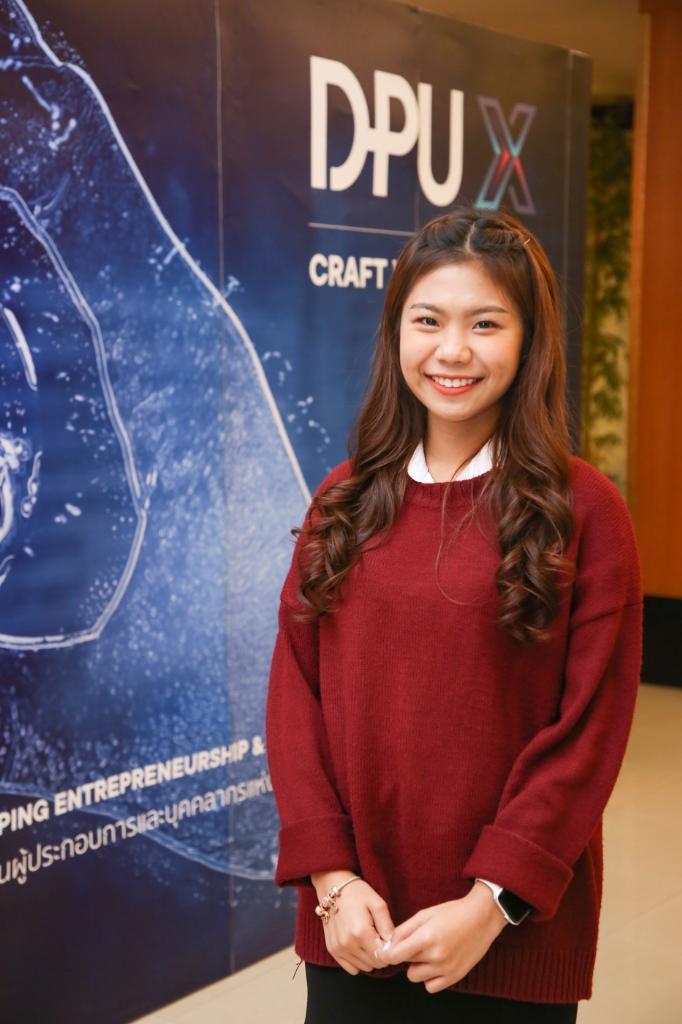 นางสาว ชนิยดา จิ้วสะ นักศึกษา วิทยาลัยบริหารธุรกิจนวัตกรรมและการบัญชี มธบ