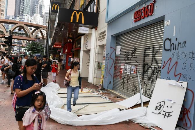 ทำร้ายตัวเอง!!ร้านอาหารหลายร้อยแห่งในฮ่องกงปิดกิจการเซ่นพิษประท้วง คนตกงานหลายพัน