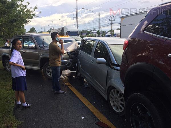 """หมดสนุก! ชาวสงขลาเที่ยวพัทลุงใช้ """"ชิมช้อปใช้"""" แต่เกิดอุบติเหตุรถชน 3 คันรวด"""