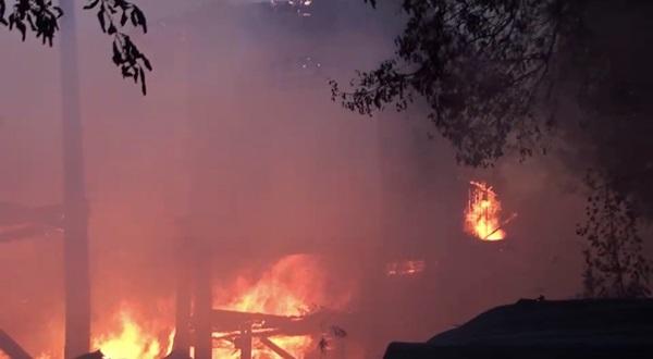 เพลิงไหม้บ้านทรงไทย กรุงเก่า อายุกว่า 100 ปี เสียหายทั้งหลัง