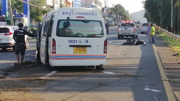 หวิดเกิดอุบัติเหตุหมู่ สาวโรงงาน ขี่ จยย. ย้อนศรถูกรถตู้โดยสารบรรทุกเต็มคันชนดับ