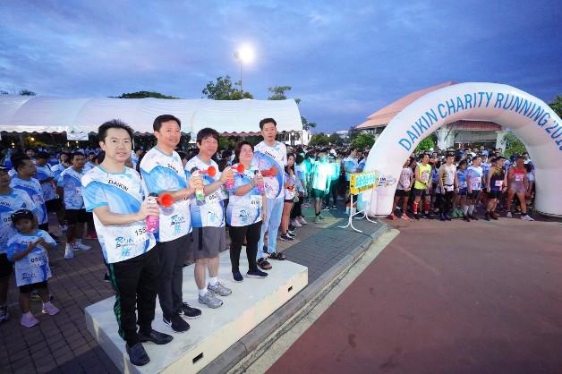 """""""ไดกิ้น"""" จัดกิจกรรมเดิน-วิ่งการกุศล """"Daikin Running Charity 2019"""" หารายได้สมทบทุนสร้างอาคารและซื้ออุปกรณ์ทางการแพทย์ให้ รพ.มะเร็งชลบุรี"""