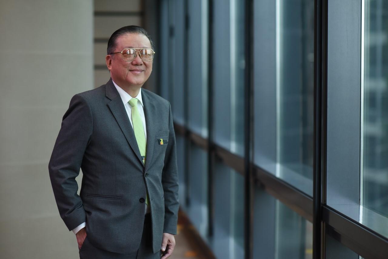 นายสมชาย รัตนภูมิภิญโญ ประธานเจ้าหน้าที่บริหาร บริษัท อาร์ แอนด์ บี ฟู้ด  ซัพพลาย จำกัด (มหาชน) หรือ RBF
