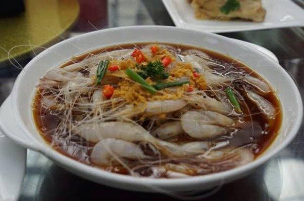 กุ้งแช่เหล้าสไตล์อาหารจีนใต้ ขอบคุณภาพจาก https://www.100rd.com/article/details/5d1734c30b51ac2a651080cb?type=3