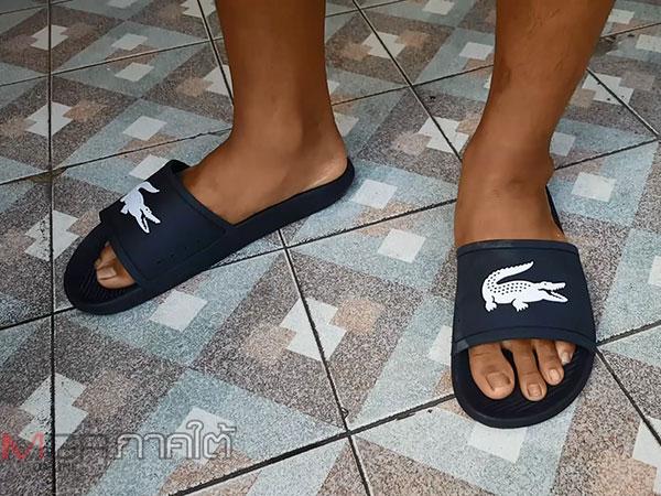 """""""น้องฟ๊ก"""" นร.ที่ร้องเท้าแตะหายได้รองเท้าคู่ใหม่ยี่ห้อเดิมแล้วหลังมีผู้ใหญ่ใจดีมอบให้"""