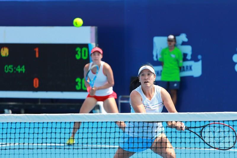 แทมมารีน ธนสุกาญจน์ นักเทนนิสไทย และ คัง เจีย-ฉี จากจีน คู่มือวาง 1 ของรายการ หวดพ่าย พัณณิน โควาพิทักษ์เทศ และ พัชรินทร์ ชีพชาญเดช รุ่นน้องจากไทย