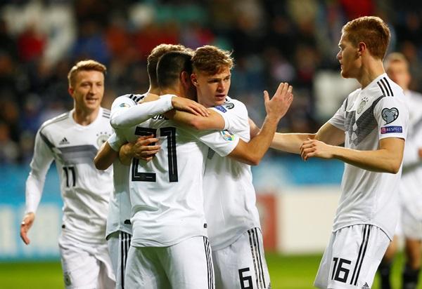 """""""กุนโดกัน"""" ซัดเบิ้ล """"อินทรีเหล็ก"""" จิกเอสโตเนีย 3-0"""