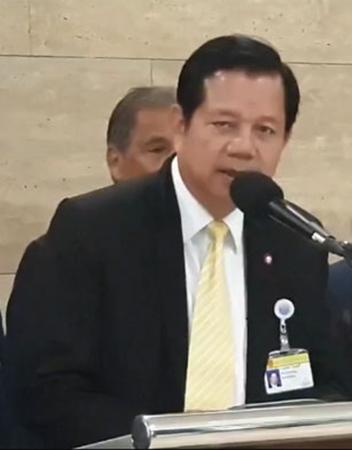นายชวลิต วิชยสุทธิ์ ส.ส.พรรคเพื่อไทย ในฐานะประธานคณะกรรมาธิการวิสามัญพิจารณาศึกษาแนวทางการควบคุมการใช้สารเคมีในภาคเกษตรกรรม สภาผู้แทนราษฎร