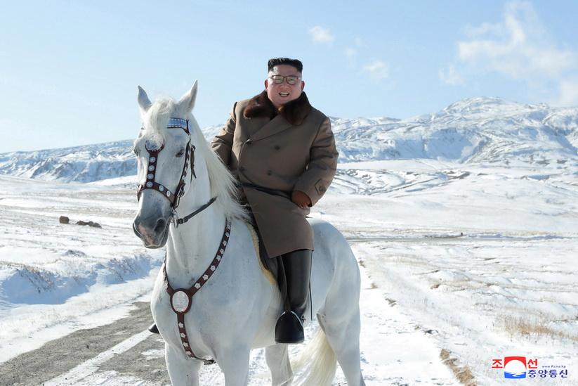 เป็นบุญตา!! โสมแดงโชว์ภาพผู้นำคิม 'ขี่ม้าขาว' เหนือภูเขาศักด์สิทธิ์ แย้มอาจมี 'ปฏิบัติการสุดยิ่งใหญ่'