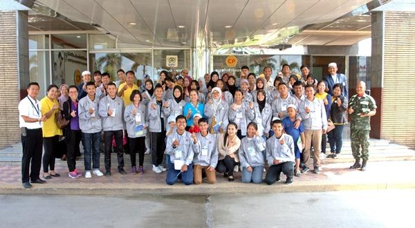 คณะเยาวชน สานใจไทย สู่ใจใต้ เยี่ยมชมการผลิตอาหารฮาลาลของ ซีพีเอฟ