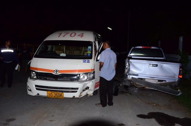 รถบรรทุกไม้หนัก 14ตันเบรกแตกพุ่งชนรถตู้โดยสาร เจ็บ 8 ราย ก่อนชนรวดรวม 5 คัน