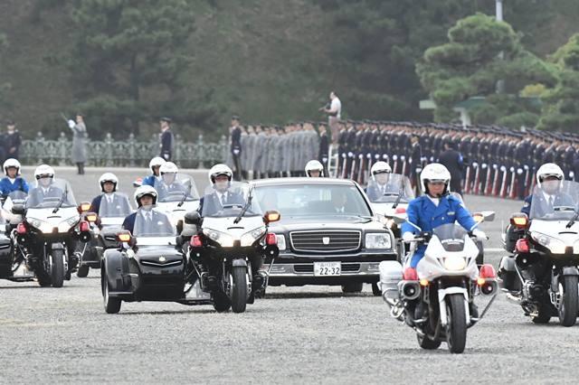 """ญี่ปุ่นเล็งเลื่อน """"พิธีสวนสนาม"""" ฉลองขึ้นครองราชย์ ทุ่มรับมือไต้ฝุ่น"""