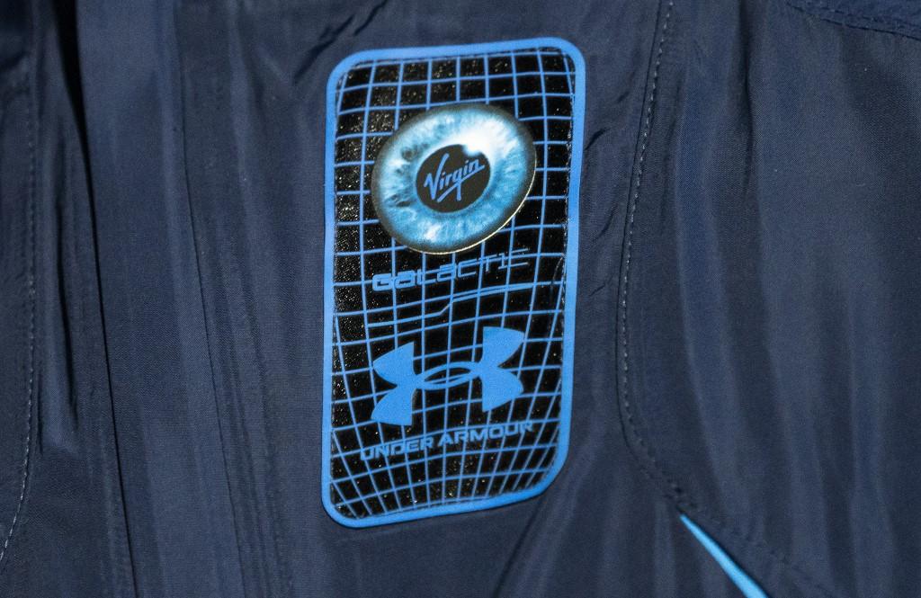 ช่องกระเป๋าบนหน้าอกที่สามารถใส่รูปบุคคลอันเป็นที่รักได้ (Don Emmert / AFP)