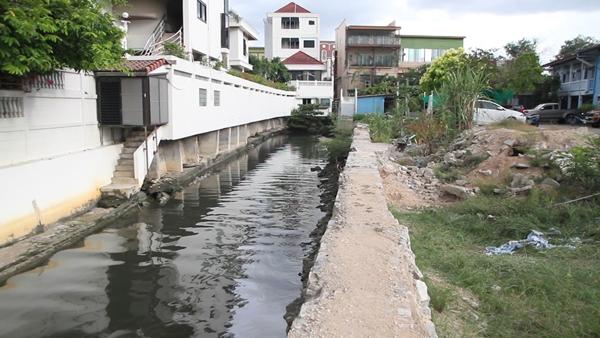 เมืองพัทยา จี้ผู้ประกอบการเร่งรื้อถอนสิ่งปลูกสร้างรุกคลองสาธารณะหวังแก้ปัญหาน้ำท่วมถาวร