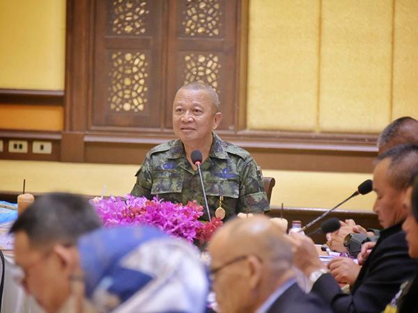 แม่ทัพ 4 ประสานความร่วมมือ รับฟังทุกความคิดเห็นด้วยแนวทางสันติวิธี