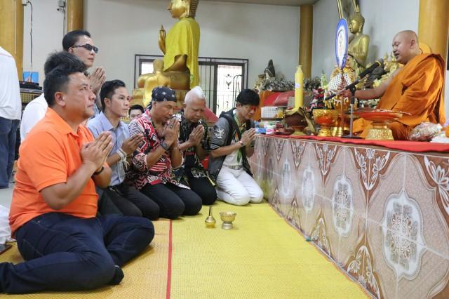 เหล่าศิลปิน ประชาชน ทั่วสารทิศต่างหลั่งไหลร่วมงานทอดกฐินวัดดังเมืองกรุงเก่า