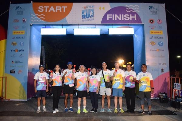 """นักวิ่งกว่า 4 พันคน ร่วมวิ่งการกุศล """"วิ่งสนุกอนุรักษ์เต่าทะเลและฮาล์ฟมาราธอน"""" ระดมทุนช่วยเหลือเต่าและสัตว์ทะเลหายาก"""