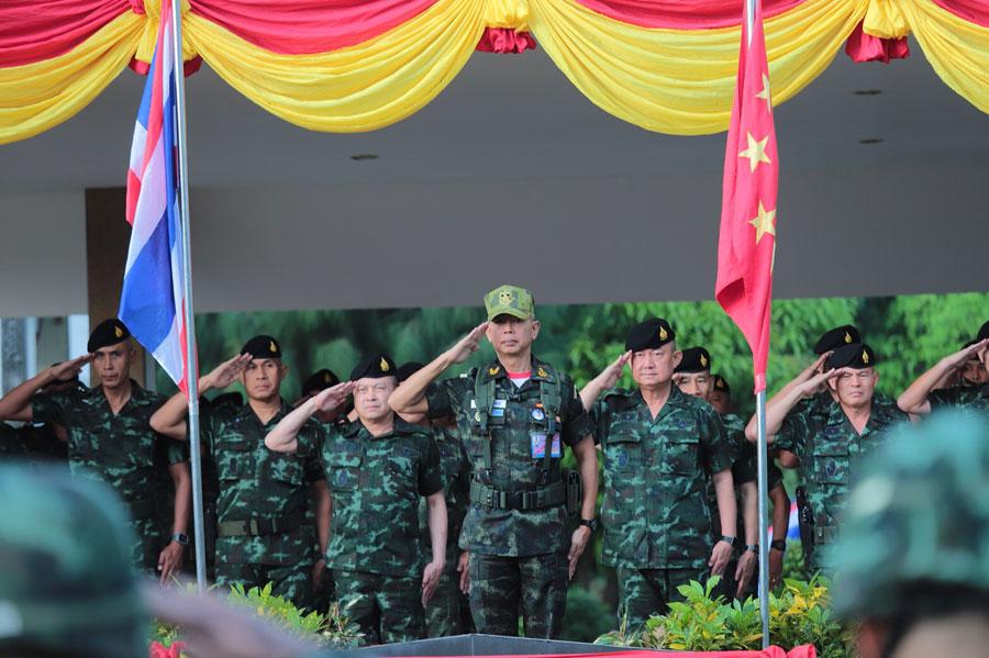 พล.อ.อภิรัชต์ คงสมพงษ์ ผู้บัญชาการทหารบก ตรวจเยี่ยมการปฏิบัติของหน่วยพร้อมรบเคลื่อนที่เร็ว (RDF) ของกองพลทหารราบที่ 9 จ.กาญจนบุรี เมื่อช่วงเช้าที่ผ่านมา