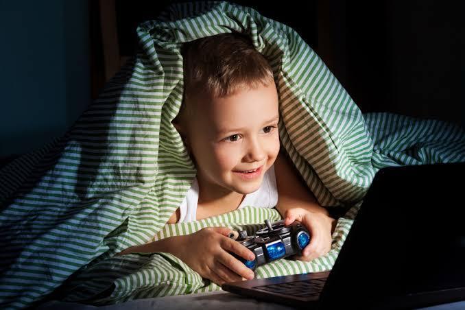 """ทำ 3 ข้อตกลงกับลูก ก่อนให้เริ่มเล่นเกม """"เวลา-เนื้อหา-พฤติกรรม"""" ป้องกันโรคติดเกม"""