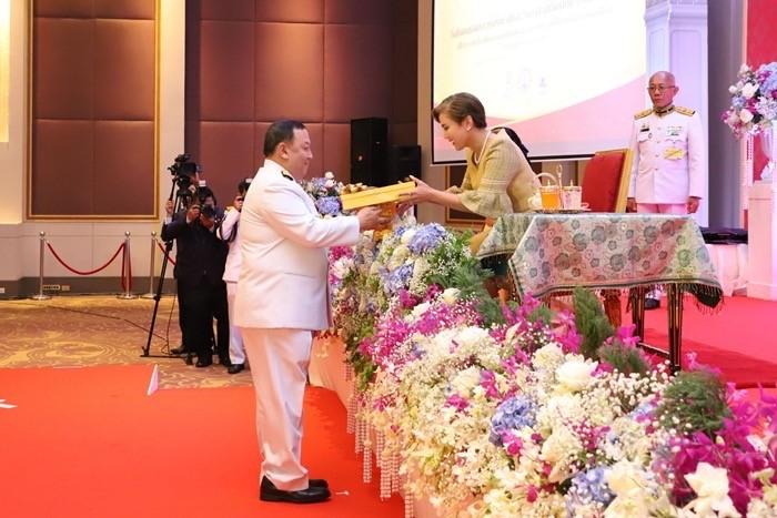 มอบโล่ประกาศเกียรติคุณ 256 คนดี/องค์กรผู้เสียสละเพื่อสังคม เนื่องในวันสังคมสงเคราะห์แห่งชาติและวันอาสาสมัครไทย ประจำปี 2562