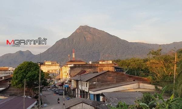 สภาพชุมชนชาวจีนฮกจิวโพ้นทะเลในหุบเขาที่มากมนต์เสน่ห์บริเวณริมทางรถไฟสายใต้ที่ อ.นาบอน จ.นครศรีธรรมราช