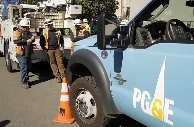 """In Clips: ผู้ใช้ไฟ 875,000 ทั่วทั้ง """"รัฐแคลิฟอร์เนีย"""" ไม่มีไฟฟ้าใช้ หลังบริษัทการไฟฟ้าไม่ยอมปล่อยกระแสไฟรอบ 2 อ้างเลี่ยงหายนะไฟป่า"""