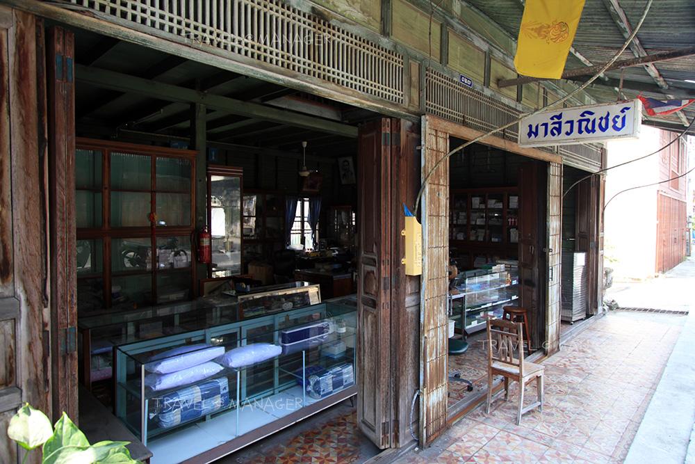 ร้านค้าบนถนนบมจินดา