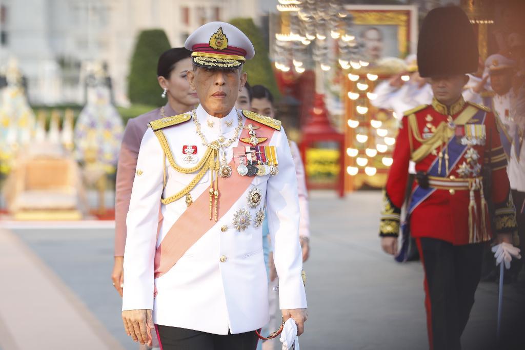ในหลวง-พระราชินี ทรงวางพวงมาลา และทรงบำเพ็ญพระราชกุศลเนื่องในวันปิยมหาราช