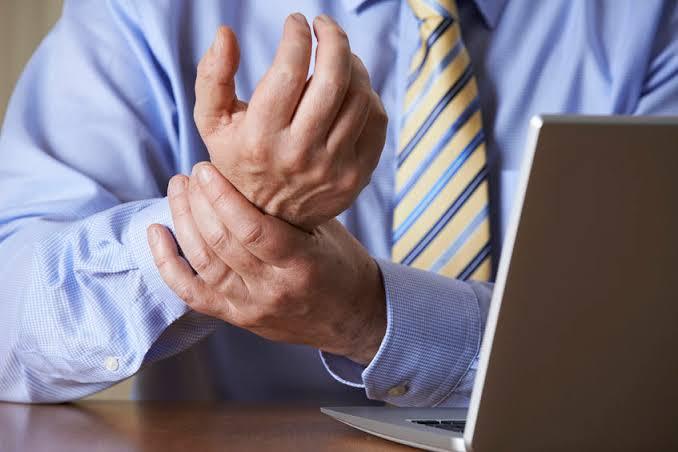 """แขนขาอ่อนแรง ระวัง """"โรคเอ็มเอส"""" ภัยเงียบวัยทำงาน"""