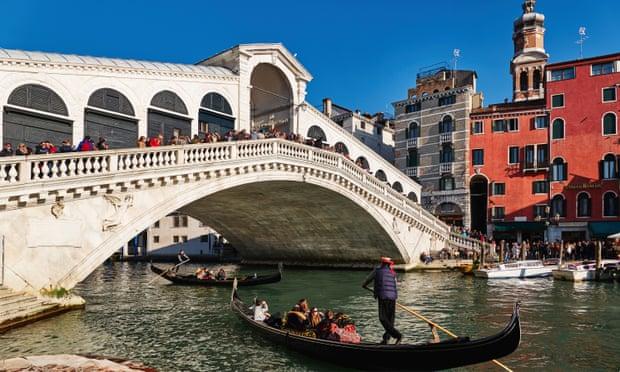 นักท่องเที่ยวในเวนิสโดนรวบด้วยข้อหาลักพาตัวพนักงานแลกเปลี่ยนเงิน