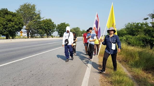 ผู้ใหญ่บ้าน ต.ตลุกดู่ สุดทน! หน่วยงานราชการไม่สนความเดือดร้อนชาวบ้าน ตัดสินใจ เดินเท้า 259 กิโลเมตร เข้าทำเนียบ ขอนายกรัฐมนตรีช่วยเหลือ