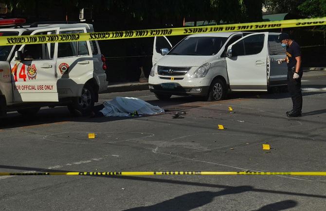 อย่างโหด!!นายกเทศมนตรีฟิลิปปินส์พัวพันค้ายา ถูกแก๊งคนร้ายบุกฆ่าคารถตำรวจกลางวันแสกๆ