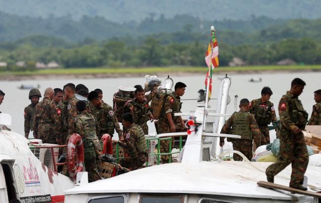 กองทัพพม่าเผยกบฎยะไข่บุกขึ้นเรือลักพาตัวตำรวจ-ทหารกว่า 40 นาย