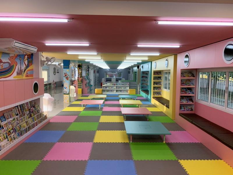 ส้มหล่น!บ.วีเน็ทฯเลือก รร.บ้านทุ่มสร้างห้องสมุดโลกนิทานของหนูแห่งที่ 12