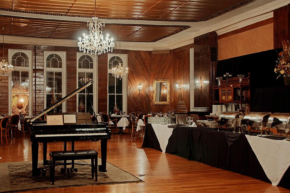 บรรยากาศหรูหราของโรงแรม 1886 Crescent Hotel and Spa