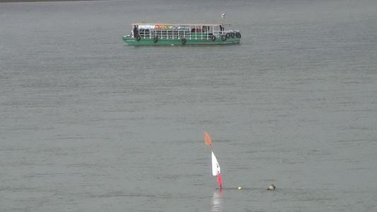 น้ำโขงลดต่อเนื่องเรือโดยสารข้ามฟากไทย-ลาวมีปัญหา โขดหินเกาะแก่งเกลื่อน