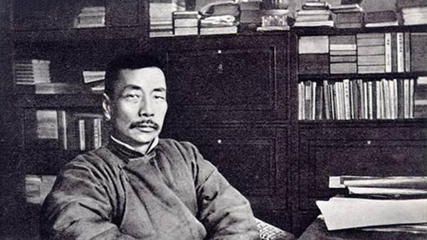 หลู่ซวิ่น บิดาการประพันธ์จีนยุคสมัยใหม่  ผู้สร้างผลงานเขียนที่ส่งผลกระทบต่อสังคมจีนอย่างทรงพลังที่สุด