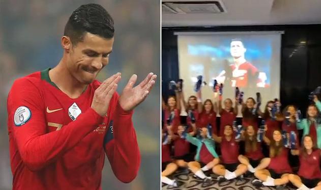 """สาวโปรตุเกสวัย 17 ปีกรี๊ดลั่น!! """"พี่โด้"""" ส่งสตั๊ดให้ยกทีม ช่วยลุ้นเข้ารอบ ยูโร 2020"""