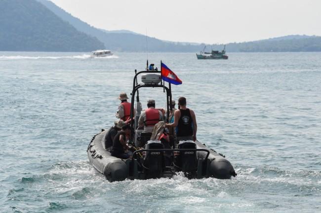 ตำรวจเขมรไล่สอบกว่า 20 ปาก ดำน้ำ-ลุยป่าเกาะรงยังไร้วี่แววสาวอังกฤษ