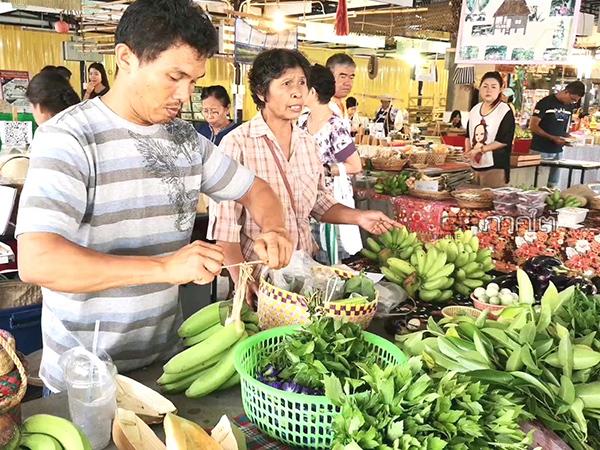 """เกษตรกรเปิด """"ตลาดนัดสีเขียว"""" หนึ่งเดียวในตรัง ขายผักผลไม้ปลอดสารพิษทุกชนิด"""