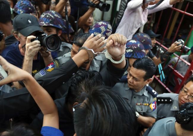พม่าคุกสมาชิกคณะนักแสดงตังยัต 1 ปี ฐานล้อเลียนเสียดสีทหาร