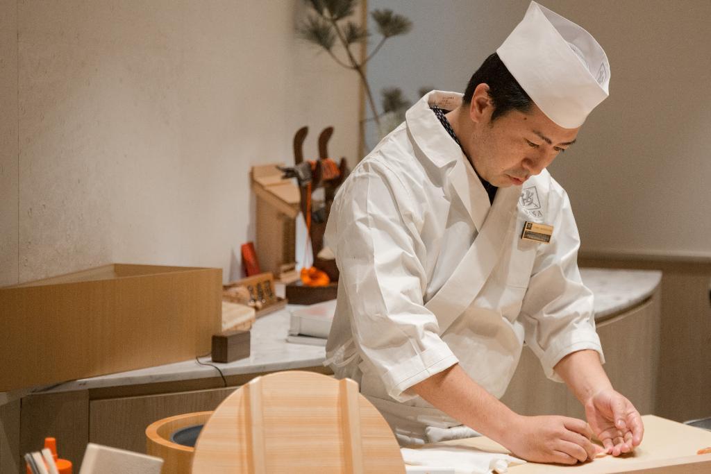 เชฟทาคายูกิ นากามูระ ที่จะมาโชว์ลีลาการแล่ปลามากุโระยักษ์ น้ำหนักกว่า 100 กิโลกรัม
