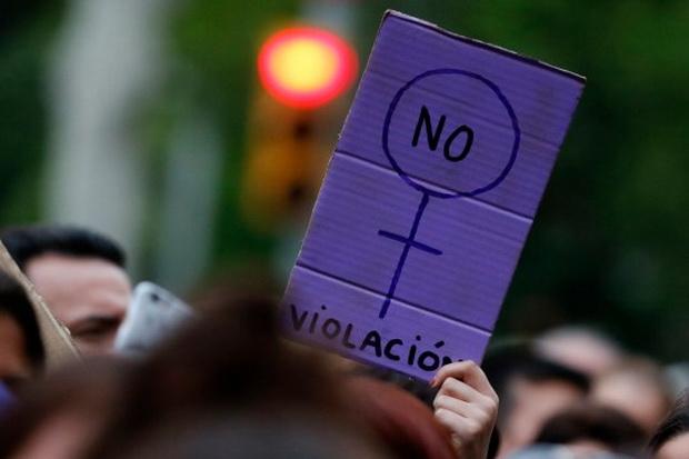 พวกสิทธิสตรีสเปนเดือด!ศาลลงโทษแก๊งโทรมเด็กหญิงสถานเบา เหตุไม่ใช้ความรุนแรง
