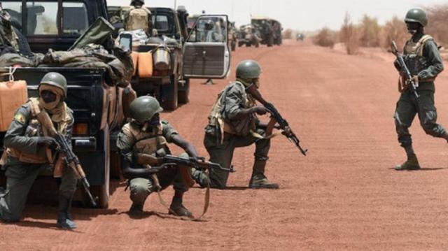 ที่มั่นกองทัพมาลีถูกเซอร์ไพรส์โจมตี ทหารตายเป็นเบือ 49 ศพ